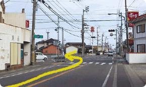 ①富岡西高校門前バス停②すき屋の信号を左折します。