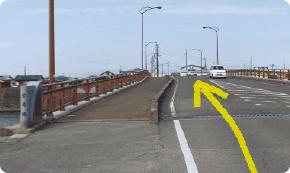 富岡橋を越えます。